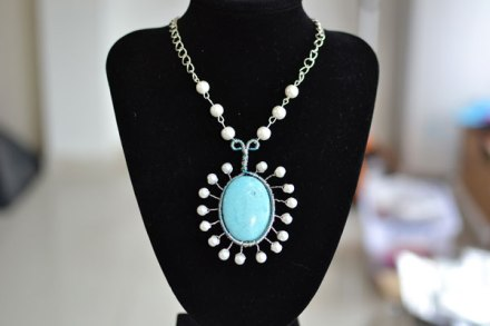 How to Make a Silver Chain Necklace with Turquoise Pendant and White Pearls 6004001